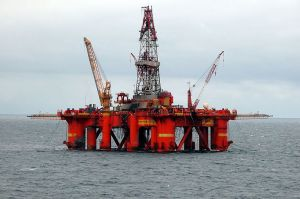 800px-Oil_platform_in_the_North_SeaPros