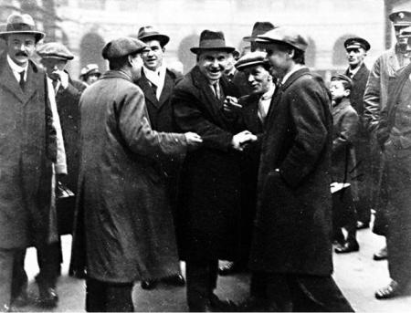 John Maclean (centre, with hat) and a group of supporters. Photo from the Scottish Republican Socialist Movement web site