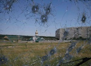A border post in Luhansk, through a shot-up truck windscreen. Photo: uainfo.org