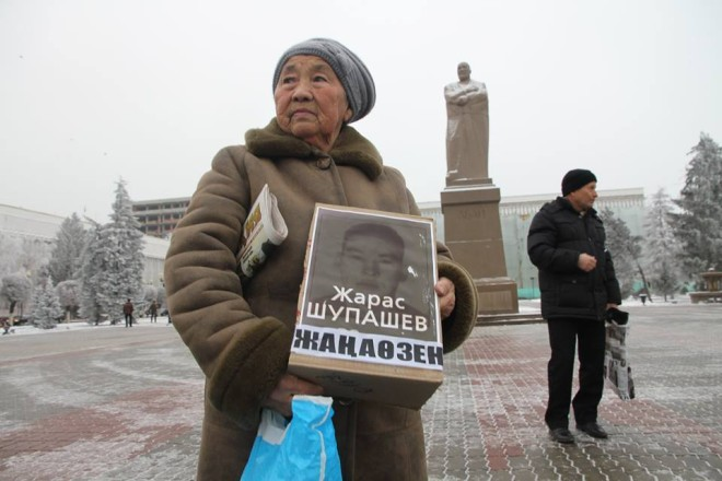 Demonstrators in Uralsk, Kazakhstan, on the third anniversary of the Zhanaozen massacre last year. Photo: R. Uporova/ Uralskaya Nedelya newspaper